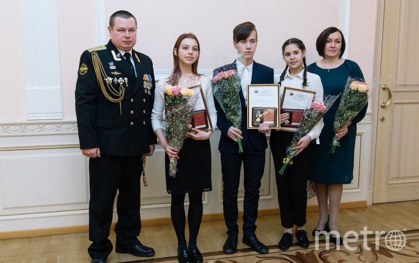 Награждение, Александр Новосёлов, Рита, Никита, Ксюша и Александра Новосёлова. Фото pravmin74.ru