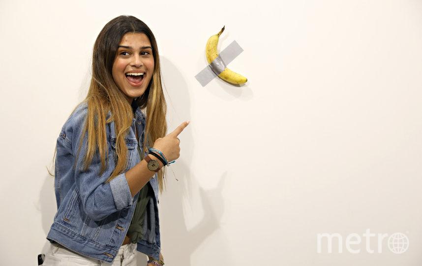 """Работа """"Комик"""" Маурицио Каттелана на выставке современного искусства """"Арт-Базель"""" в Майами-Бич. Фото Getty"""