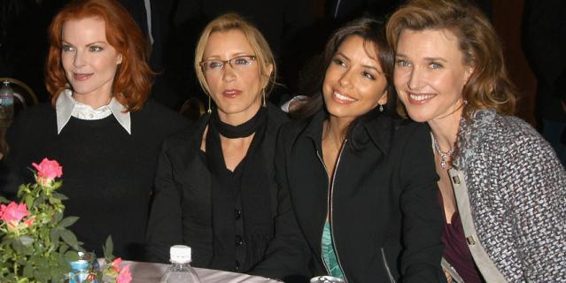 """Фелисити Хаффман с коллегами по сериалу """"Отчаянные домохозяйки""""."""