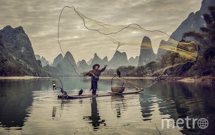 Рыбак закидывает сеть. Фото Pedro Luis Ajuriaguerra | International