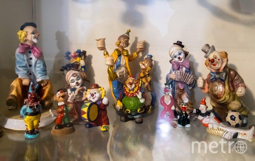 """В фойе театра хранится коллекция клоунов Юрия Гальцева. Фото Алена Бобрович, """"Metro"""""""