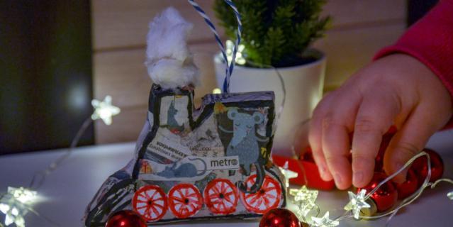 Валентина Копытина и её дочка сделали вот такой паровозик папье-маше.