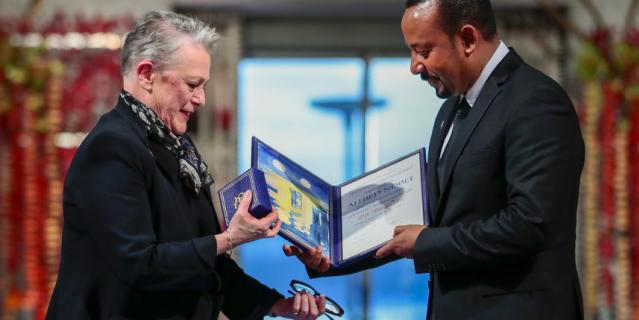 В Осло вручили Нобелевскую премию мира за 2019 год.