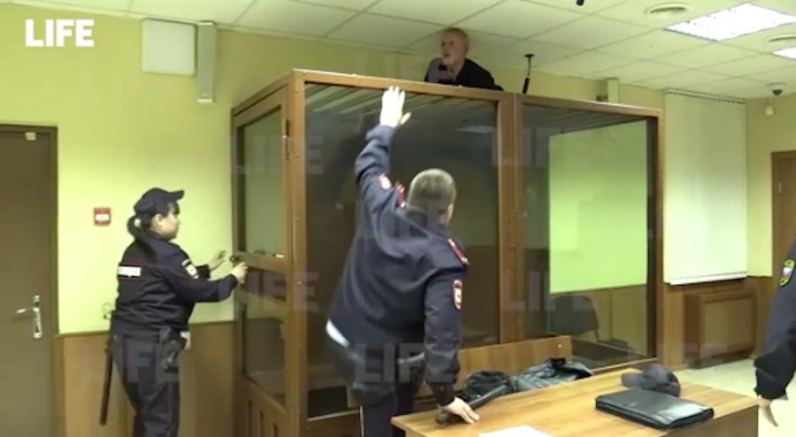 """Подозреваемый в убийстве своей сестры попытался сбежать из """"аквариума"""". Фото life.ru"""