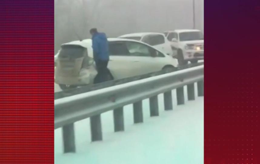 В массовом ДТП под Владивостоком столкнулись 48 машин. Фото скриншот видео www.5-tv.ru/