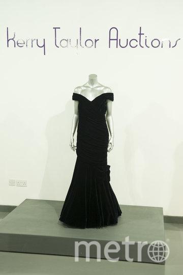 То самое тёмно-синее платье от Виктора Эдельштейна. Фото Getty