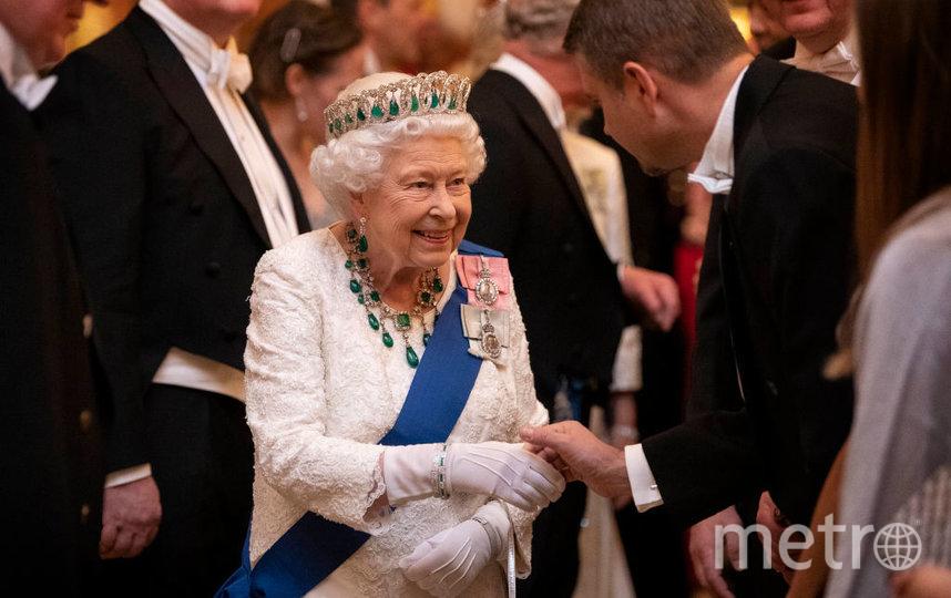 Королева на дипломатическом приеме 11 декабря. Фото Getty