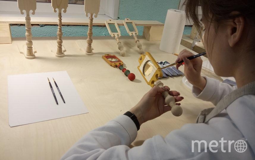 В мастерской: как возрождают волховскую роспись. Фото Евгений Голанцев