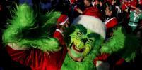 Тысячи Санта-Клаусов вышли на улицы городов мира