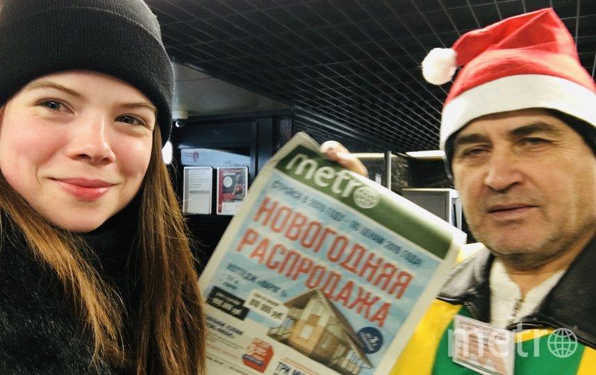 """По утрам очень тяжело, тащу свое тело на работу, мечтаю найти место в вагоне и хоть ещё немножечко поспать... и тут Эльф! Самый настоящий! В новогодней шапочке, сразу хотелось улыбнуться. Фото Полина Юрченко, """"Metro"""""""