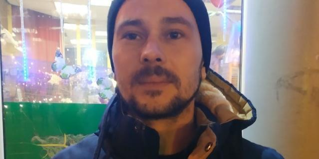 Сергей, 31 год, монтировщик сцены.