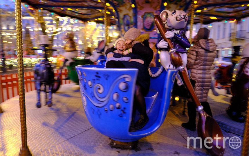 """На Рождественской ярмарке установили две карусели. Фото Святослав Акимов, """"Metro"""""""
