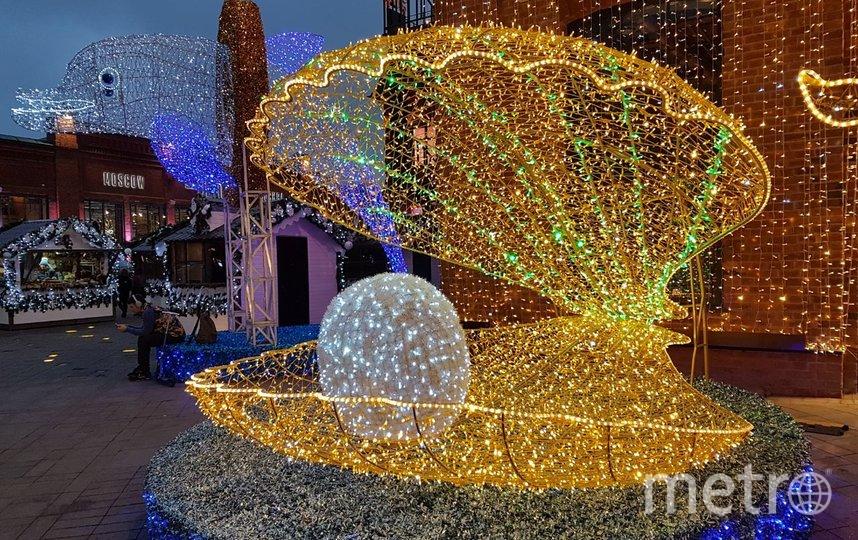 На Лесной улице, на территории фуд-молла «Депо», гостей встречает гигантская ракушка с жемчужиной. Фото Василий Кузьмичёнок