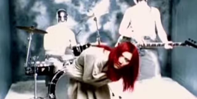 """Кадр из клипа на песню """"Взгляд изнутри""""."""