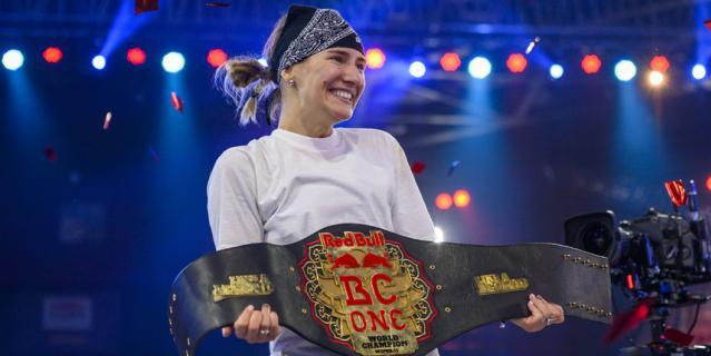 Чемпионский пояс в мировом финале Red Bull BC One в индийском городе Мумбаи достался российской участнице Kastet – Наталье Килячихиной из Краснодара.