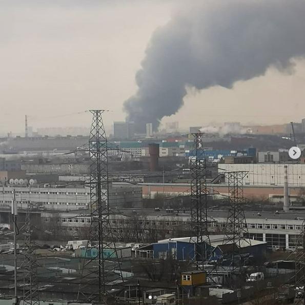 В Москве крупный пожар на Варшавском шоссе, горит склад. Фото скриншот instagram vitaliytokarev_