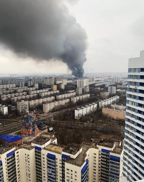 В Москве крупный пожар на Варшавском шоссе, горит склад. Фото скриншот instagram vchertanovo