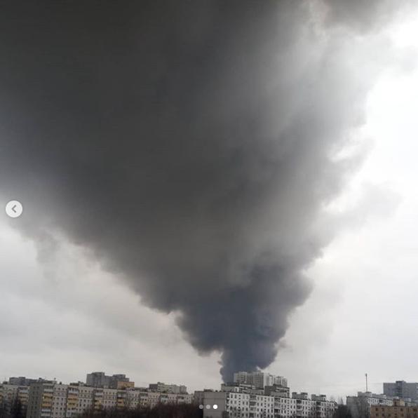 В Москве крупный пожар на Варшавском шоссе, горит склад. Фото скриншот instagram.com/tatianagolovki/
