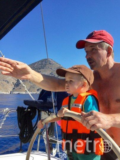 """Я тебе не дедушка, а шкипер. Николай Лялягин, 60 лет. Несколько лет назад увлёкся яхтингом и с тех пор, море не отпускает. Теперь я не только сам умело управляю яхтой, но и учу этому других. Фото """"Metro"""""""