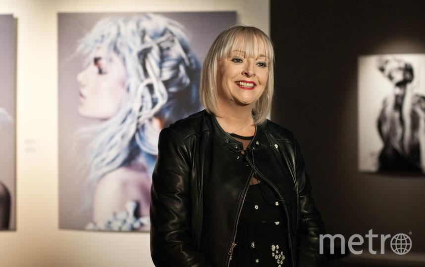 """Джейн Льюис-Орр рассказывает о выставке. Фото Анна Лутченкова, """"Metro"""""""