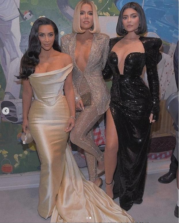 Ким Кардашьян,Хлои Кардашьян и Кайли Дженнер. Фото скриншот  instagram.com/p/B6F6qcyFtwa/