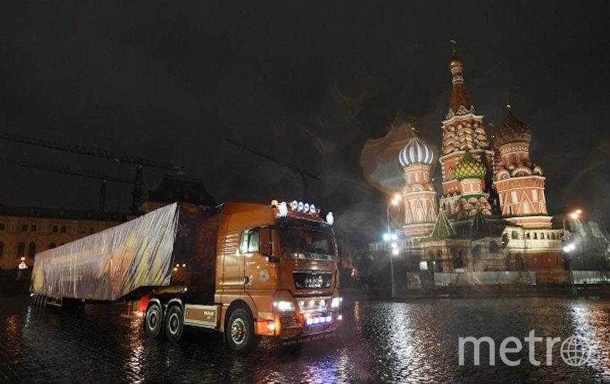 В Кремль привезли главную новогоднюю ель страны. Фото РИА Новости