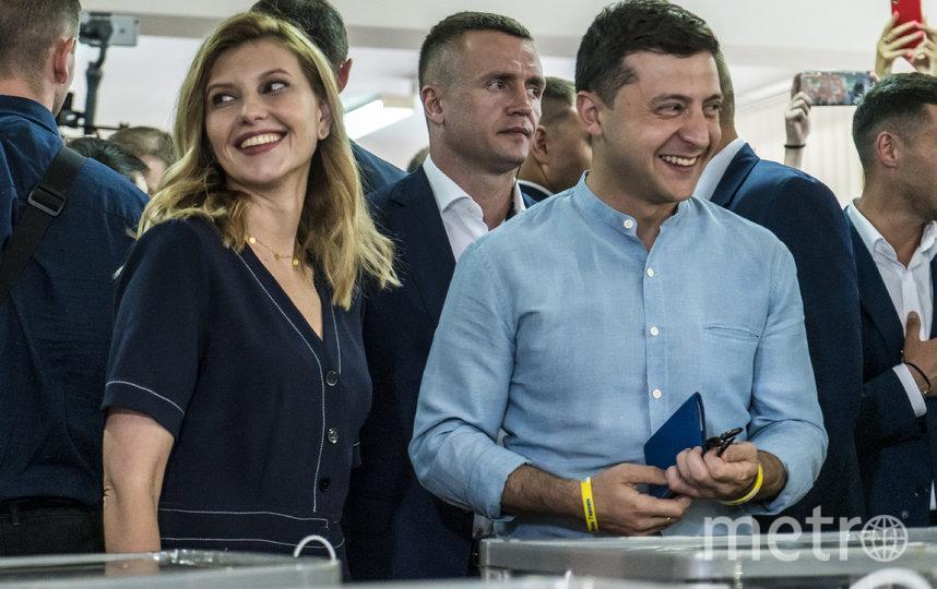 Елена Зеленская вместе с мужем на выборах. Фото Getty