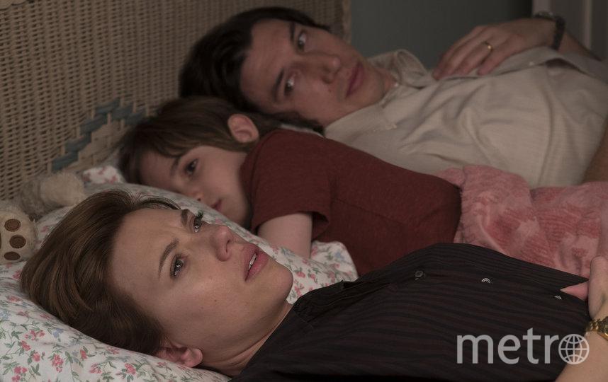 Бывшие супруги Николь (Скарлетт Йоханссон) и Чарли (Адам Драйвер). Фото Netflix, kinopoisk.ru