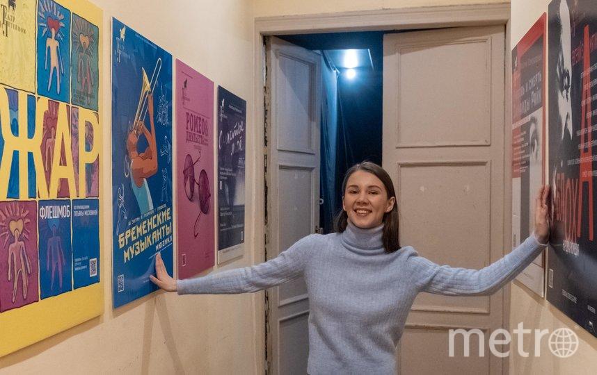 """Стены театра украшают афиши спектаклей с большим стажем. Фото """"Metro"""""""