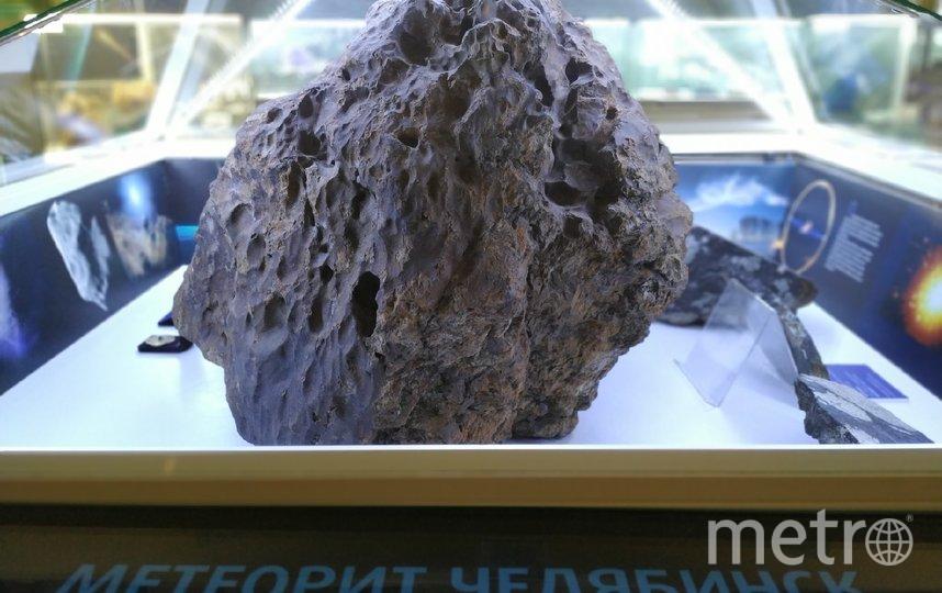 """В центре экспозиции – тот самый """"Челябинский Метеорит"""", упавший в озеро Чебаркуль 15 февраля 2013 года. Фото Ольга Кабанова, """"Metro"""""""