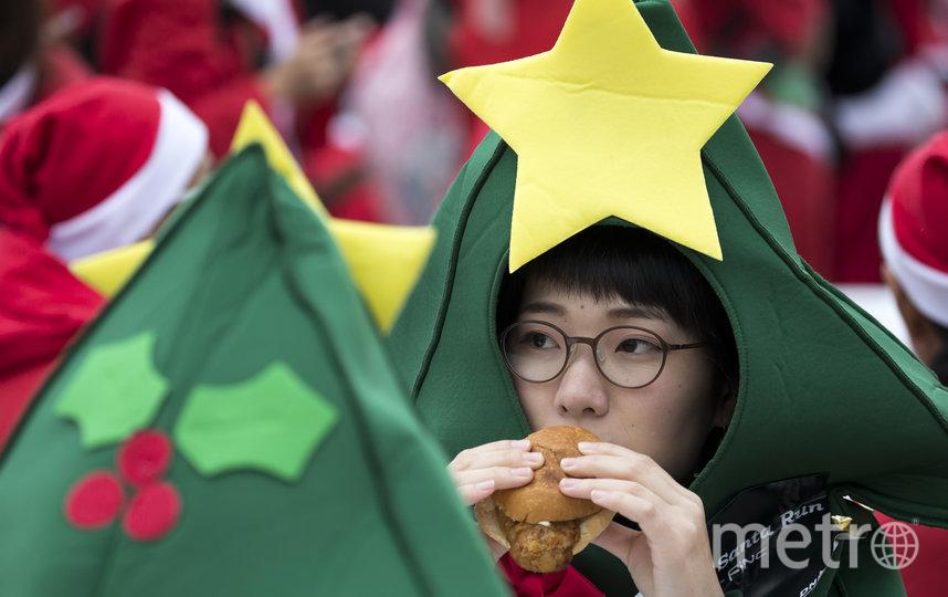 В Японии семьи со всей страны до сих пор отправляются в местный KFC для особого ужина c жареной курицей в канун Рождества.. Фото Getty
