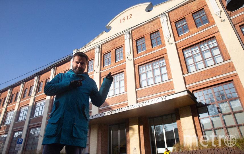В здании бывшей фабрики Станиславского Александр работает много лет. Фото Василий Кузьмичёнок