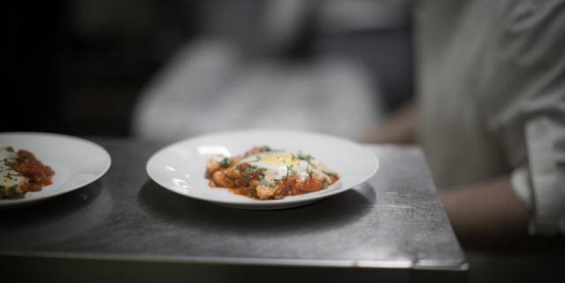 """В ресторане """"Лехаим"""" состоялся авторский израильско-венгерский ужин. Меню разработал Офер Варди."""