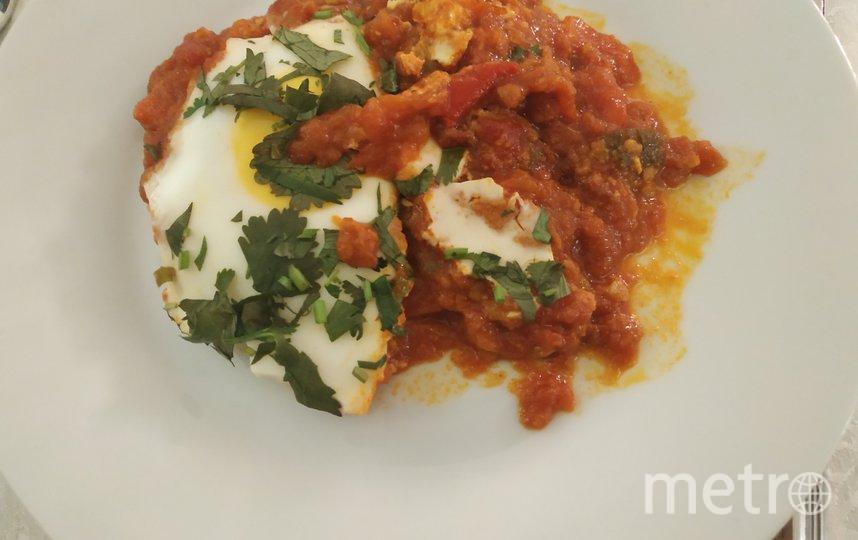"""Шакшука состоит из довольно густого томатного соуса, разбитого яйца, порой, добавляют халапеньо. Фото Наталья Сидоровская, """"Metro"""""""