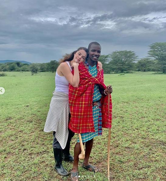 Селена Гомес вернулась из путешествия по Кении, куда она отправилась с благотворительной миссией вместе с организацией WE. Фото скриншот: instagram.com/selenagomez/