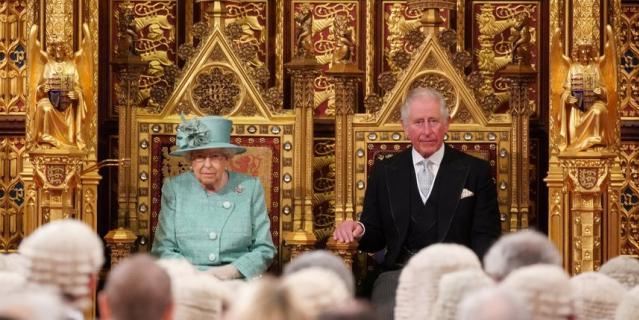 Елизавета II обратилась к парламентариям.