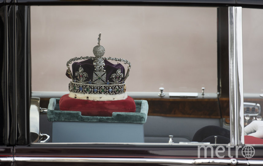 Корону Британской империи также доставили автомобилем. Фото Getty