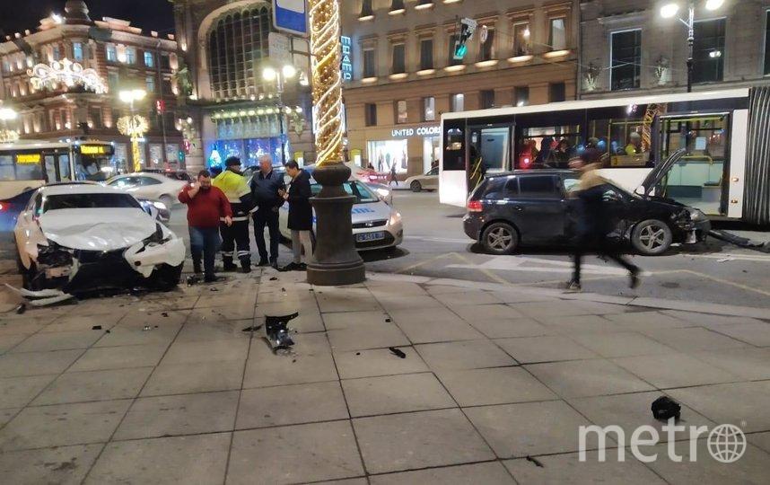 В центре Петербурга иномарка вылетела на пешеходную часть. Фото ДТП и ЧП | Санкт-Петербург | Питер Онлайн | СПб, vk.com
