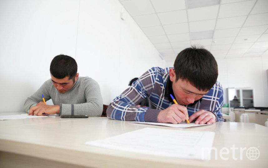 Экзамен по русскому языку в Волгограде. Фото РИА Новости