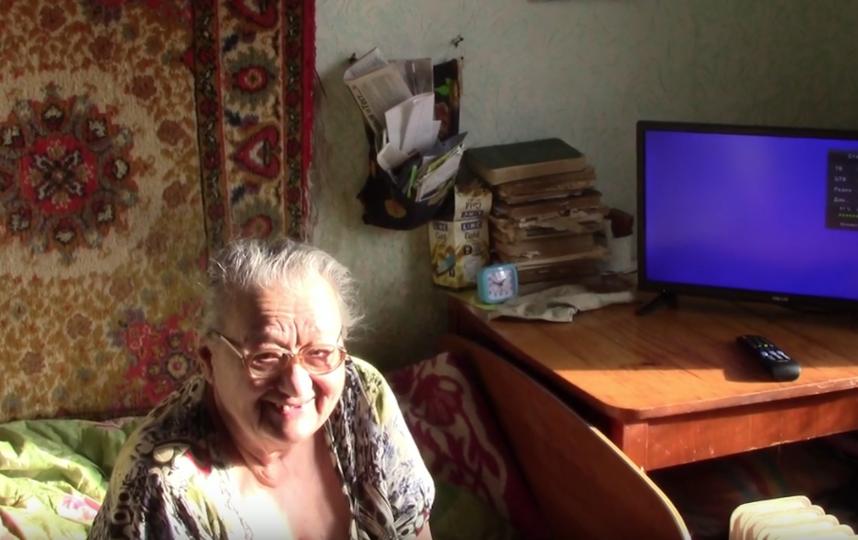Валентине Владимировне привезли новый телевизор. Фото Скриншот Youtube/watch?v=4nYlPWyZ5HI&t=27s