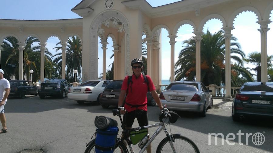 """""""Я тебе не дедушка, я – велосипедист. Приехал в Гагры из Москвы на велосипеде"""". Фото Галкин Владимир (64 года), """"Metro"""""""