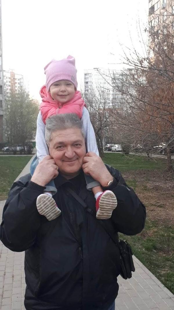 """""""Я тебе не дедушка, я – папа!"""". Фото Сергей Кравченко (57 лет), """"Metro"""""""