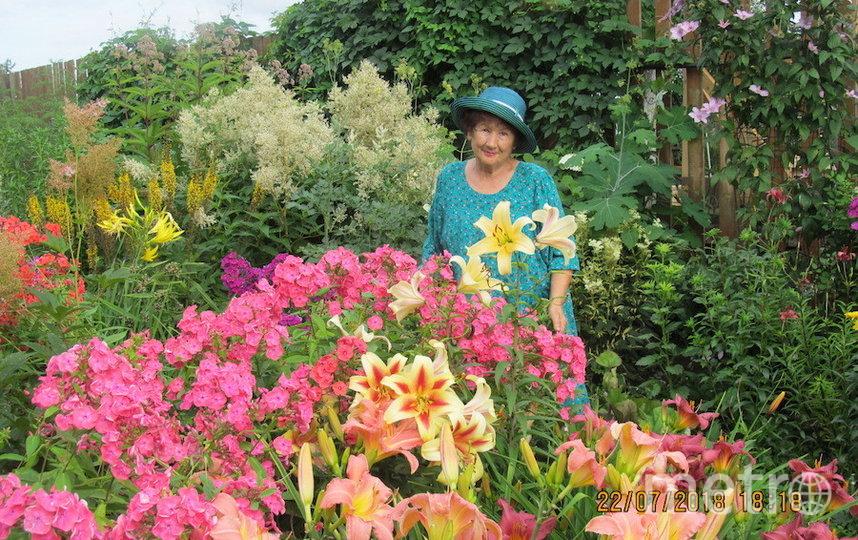 """""""Я тебе не бабушка, я – фея цветов!"""". Фото Кушнир Любовь Петровна (74 года), """"Metro"""""""