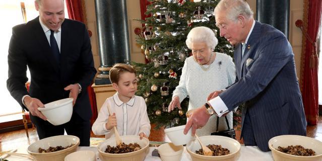 Принц Джордж приготовил праздничный пудинг в рамках благотворительной кампании.