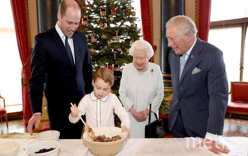 Принц Джордж приготовил праздничный пудинг в рамках благотворительной кампании. Фото Getty
