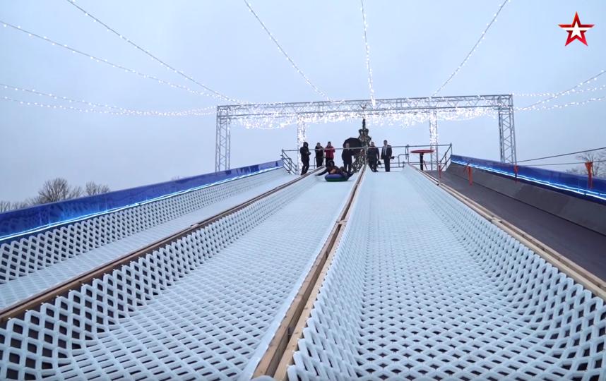 В Кронштадте открыли бесплатную 80-метровую тюбинговую горку. Фото скриншот видео www.tvzvezda.ru