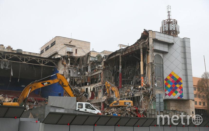 Киноцентр на Красной Пресне, построенный ещё в 1989 году, всё-таки решено было снести. Фото Василий Кузьмичёнок