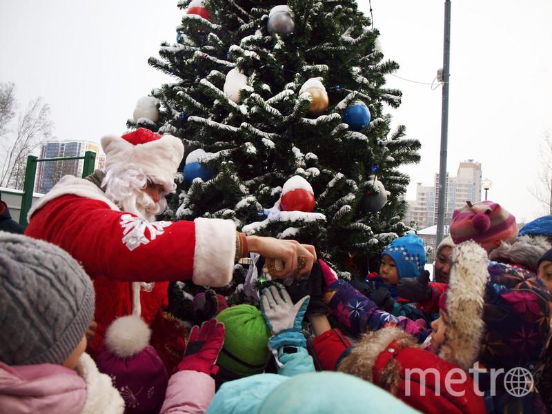 """В новых жилых комплексах УК устраивают настоящие ёлки с подарками и рождественские ярмарки. Фото КВС, """"Metro"""""""