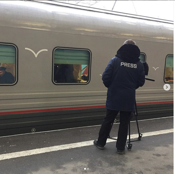"Фото поезда ""Таврия"". Фото https://www.instagram.com/vdoljenko/, ""Metro"""