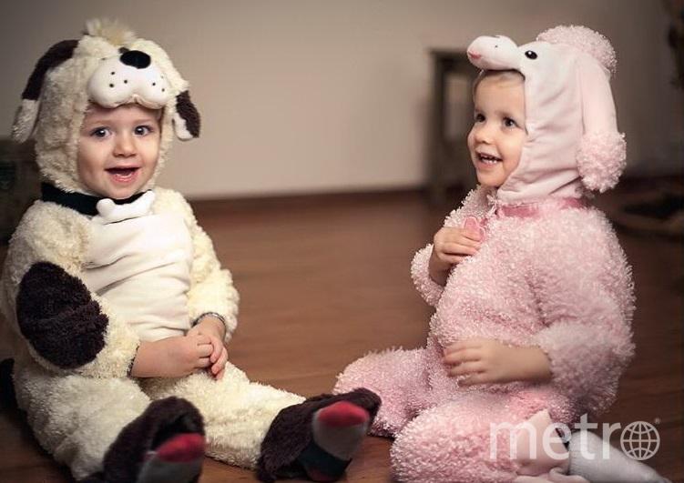 Артём и Марта в новогодних костюмах, когда им было почти по 2 года. Фото предоставил агент Арбениной